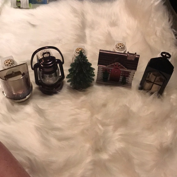 Bath & Body Christmas light up plug ins set of 5